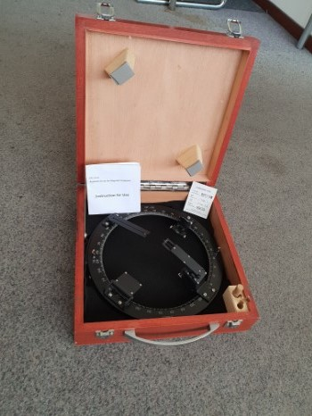 Azimuth circle ID 247mm in wooden box