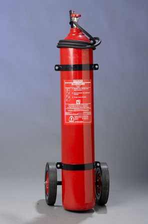 Extinguisher CO2 20 kg MED wheeled complete with hose